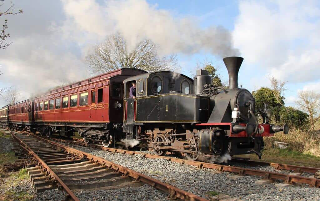 Steam locomotive O&K No. 1 with the vintage carriages that you can experience at Easter.